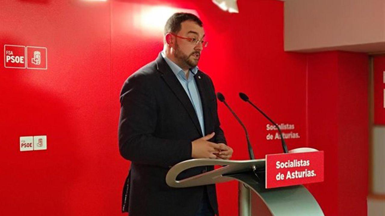 Adrián Barbón, en la «carretera».El PSOE suspende todos sus actos por la muerte de Rubalcaba