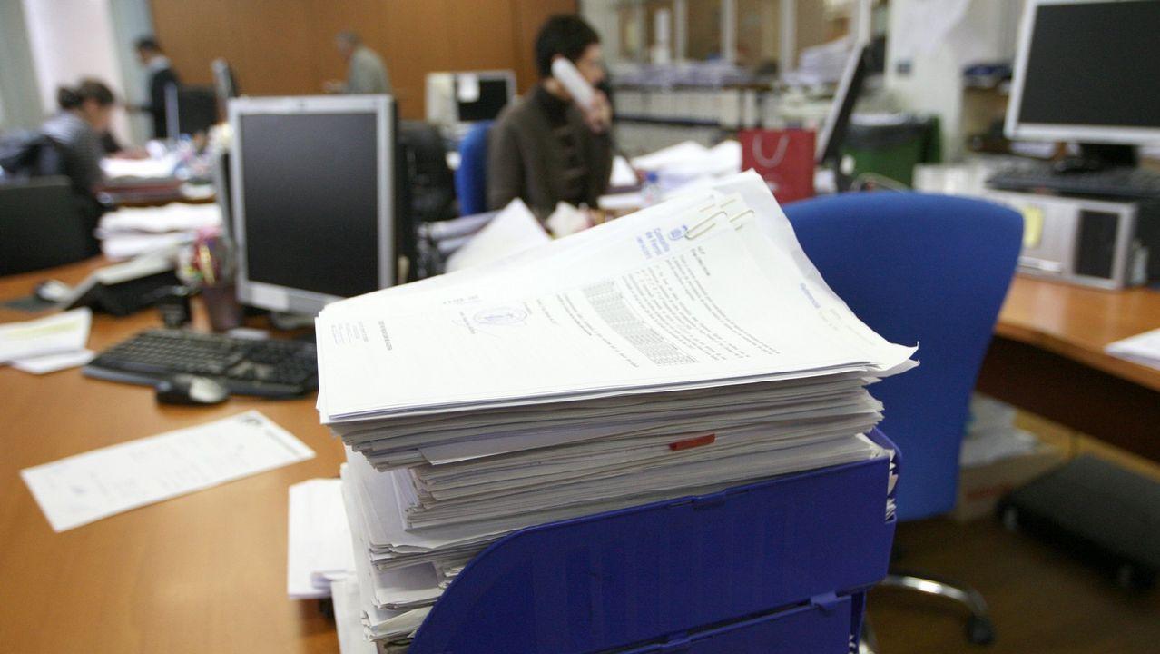 Gayoso evita explicar de nuevo por qué se intervinieron las cajas gallegas.Imagen de archivo de la oficina de Hacienda en Ferrol