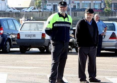 .Los gobiernos locales aducen que desde Madrid no se les permite ampliar las plantillas.