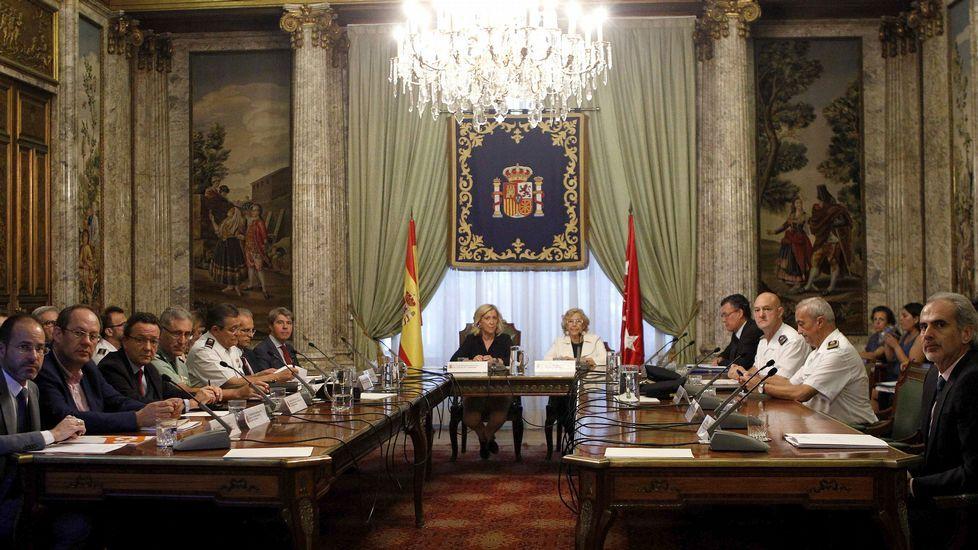 La alcaldesa de Madrid, Manuela Carmena, y la delegada del Gobierno, Concepción Dancausa, presidiendo la reunión de la Junta de Seguridad y el Consejo de Seguridad de Madrid