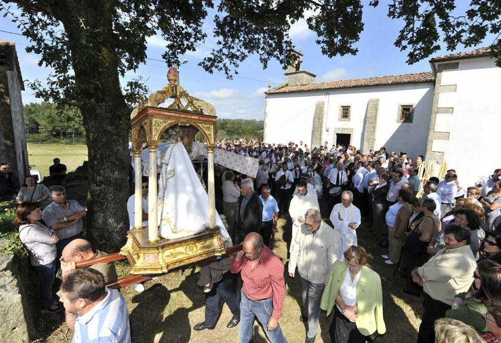 A Santiña deberá esperar al lunes para salir en procesión, pero la fiesta en Trasufre empieza hoy.