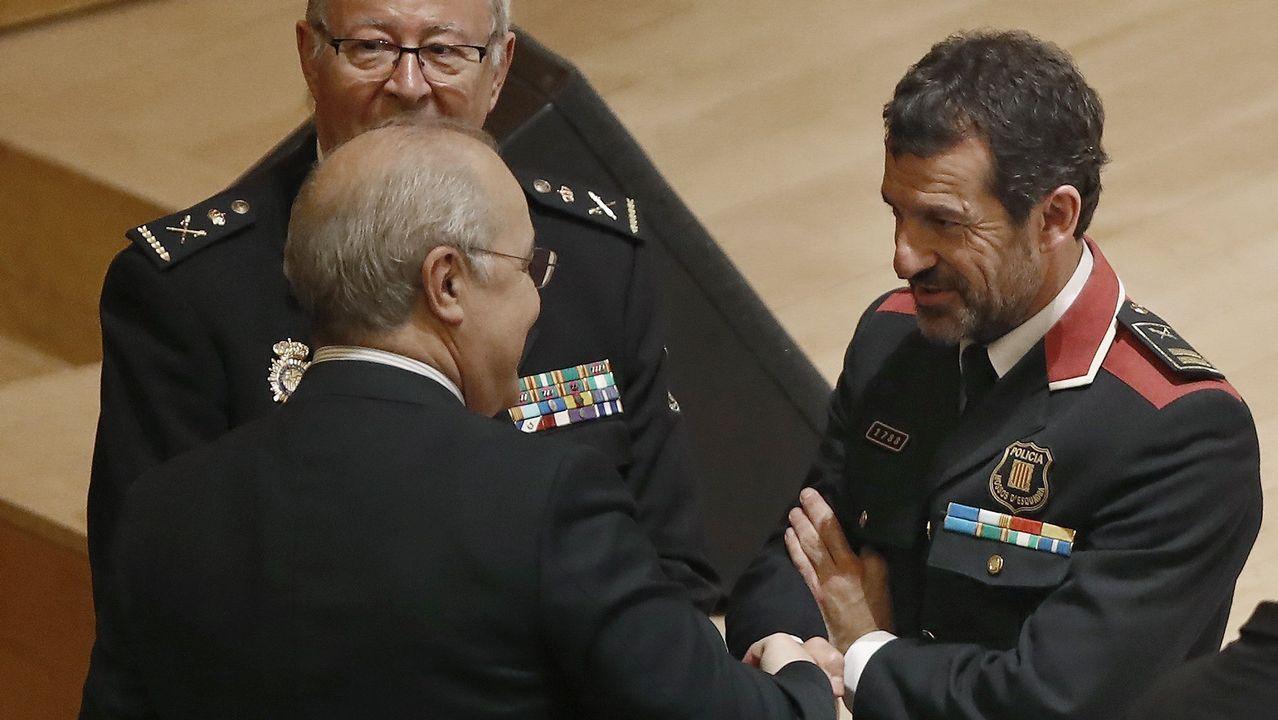 .Ferran López, saludando a Llarena en un acto en Barcelona