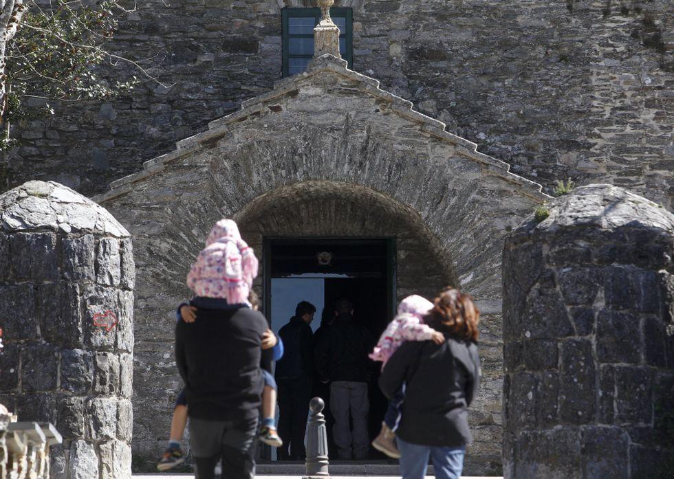 La mayoría de los peregrinos son ajenos a la detención del fraile en el pasado febrero.