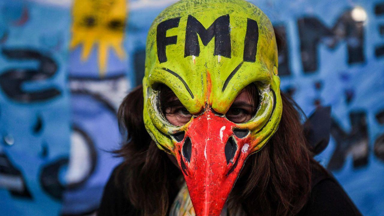 La directora del FMI a un ministro argentino: «Estás corto de mujeres».Daniel Ripa en el catálogo-programa electoral de Podemos
