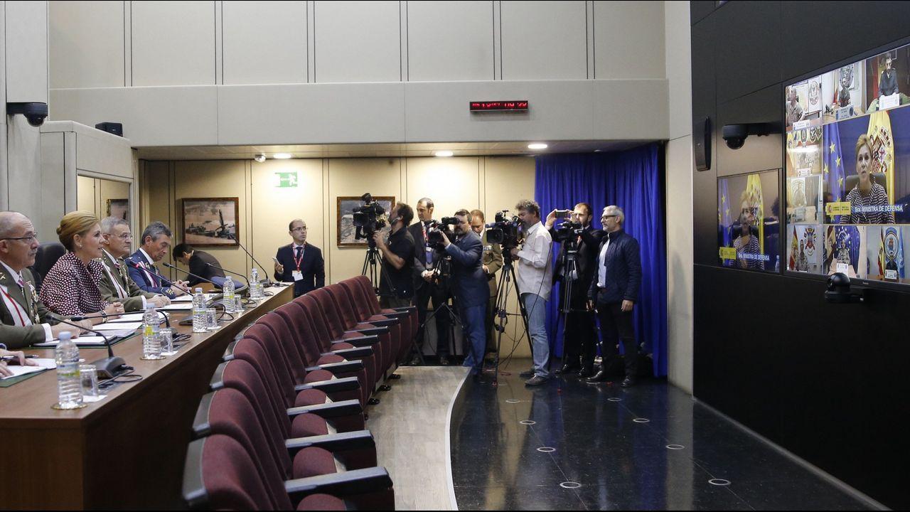 .La ministra de Defensa, María Dolores de Cospedal, durante la videoconferencia con las tropas en el exterior