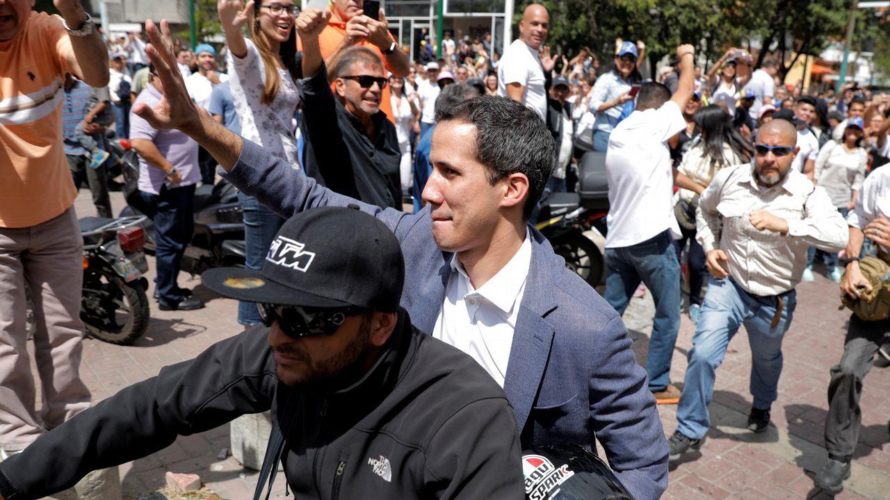 Nicolás Maduro canta «Que viva España».Guaidó llegó a una de las asambleas ciudadanas a los simpantizantes opositores