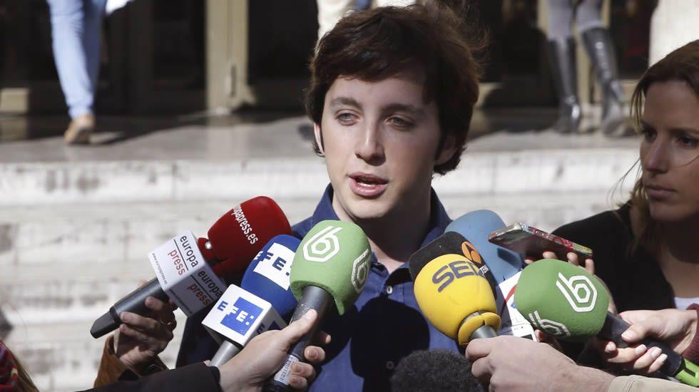 Campeonato del Mundo de Duatlón.El senador asturiano Ovidio Sánchez recoge su acta