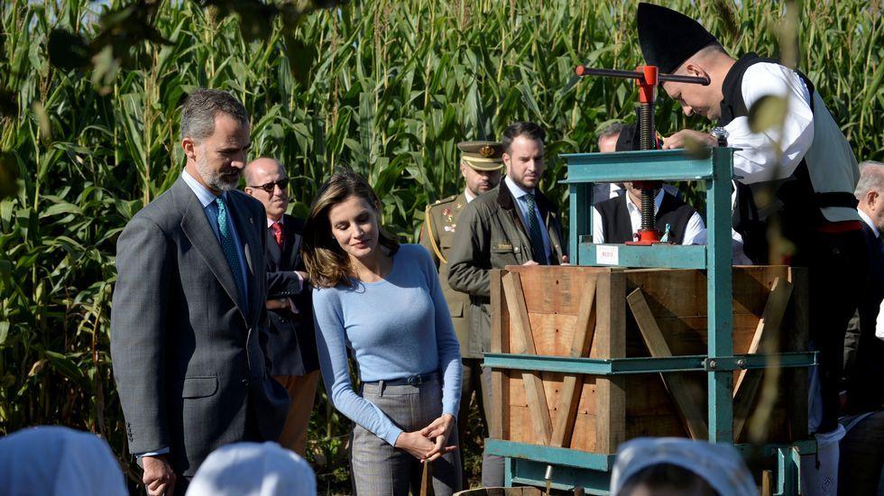 .Los Reyes entregaron el Premio al Pueblo Ejemplar de Asturias, que este año ha recaído en la aldea de Poreñu, en el concejo de Villaviciosa