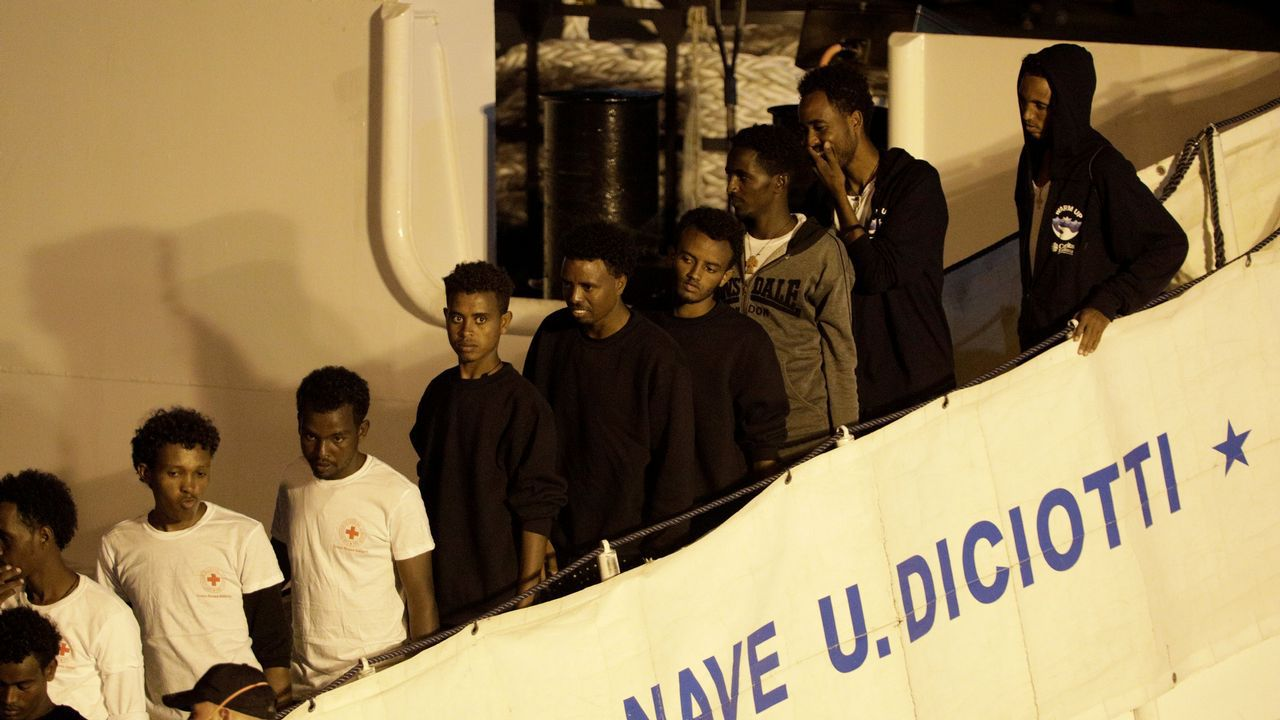 Oficina de empleo.Los desermbarcos de migrantes fueron vetados por el ultra Matteo Salvini y solo se producen tras acuerdos internacionales