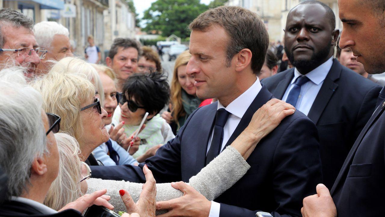 Macron abronca a un adolescente por llamarle «Manu».Seehofer se dirige a una reunión con su grupo