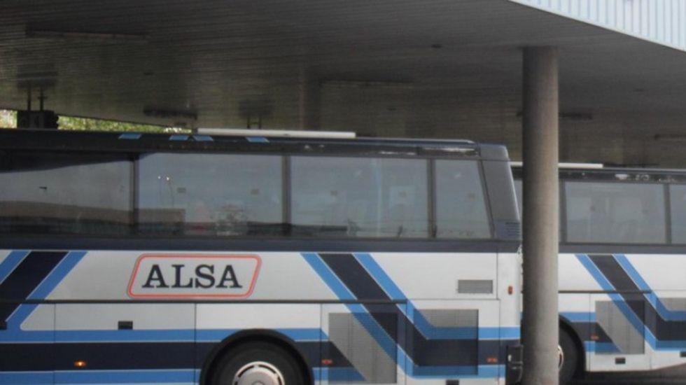 Jugadores del Unión Financiera Oviedo Baloncesto.Autobuses de Alsa
