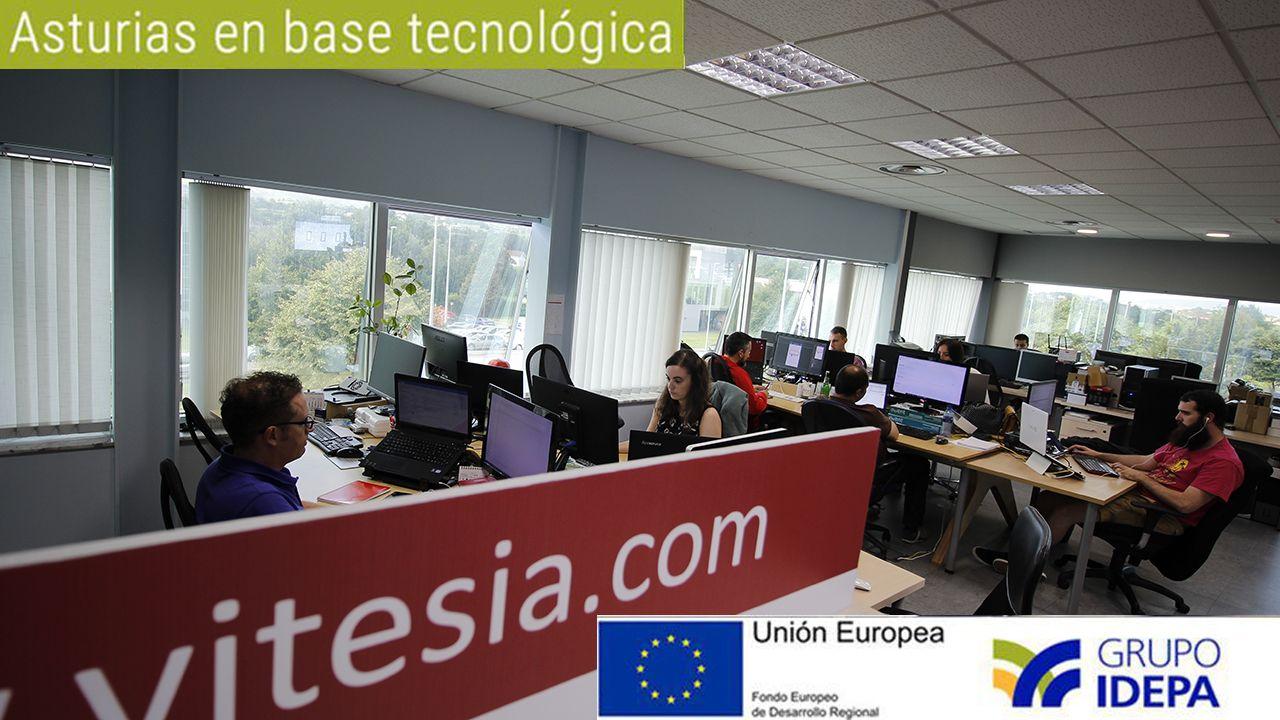 Atasco en el acceso a Oviedo.Trabajadores de la empresa Vitesia