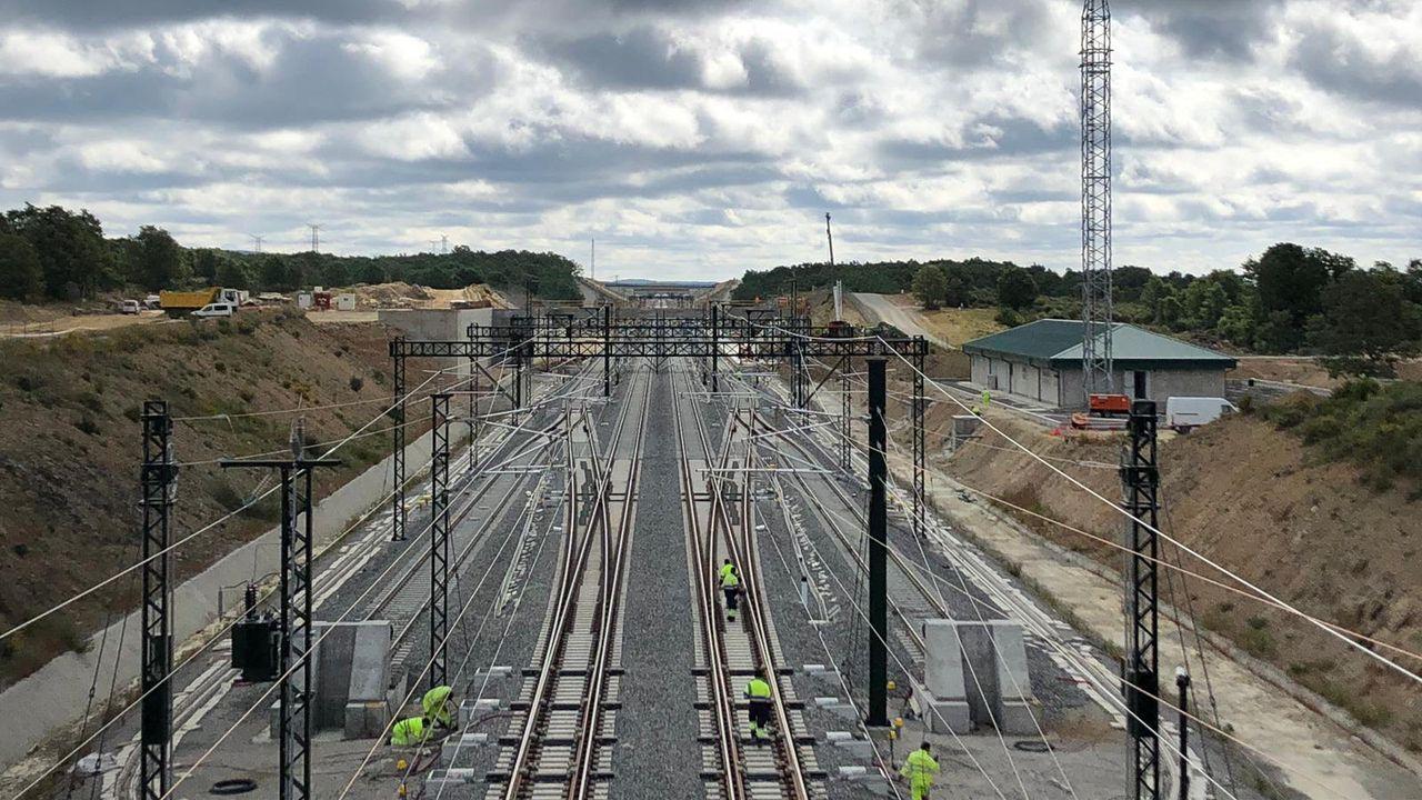 ¡La clausura de Ecovoz en Cerceda en imágenes!.La estación de Sanabria y el punto de adelantamiento de trenes del tramo Zamora-Pedralba, prácticamente a punto.