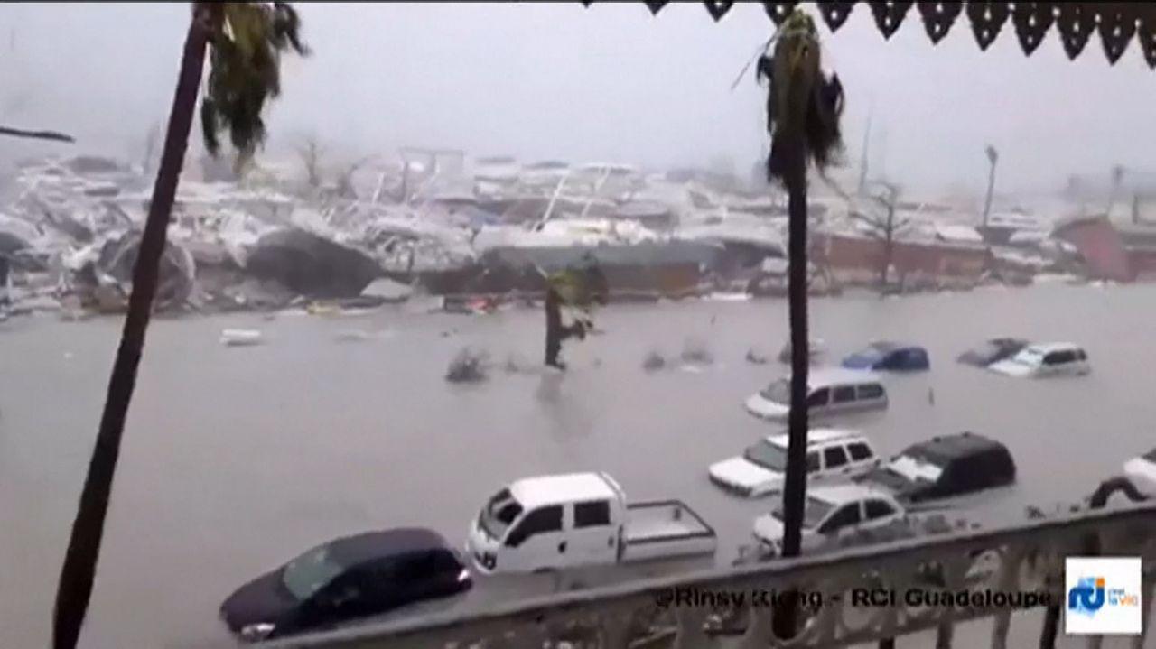 Calles completamente inundadas en Guadalupe.