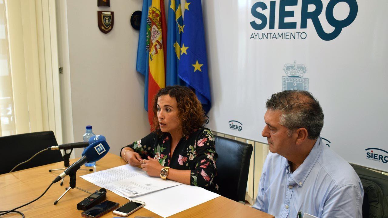 Los concejales del PSOE de Siero, Noelia Macías y César Díaz