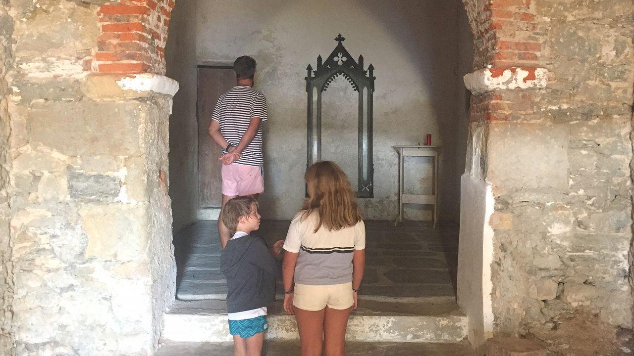 .En la imagen, el interior de la ermita, que estos días muchos encontraron abierta debido a que se estuvieron llevado a cabo pequeñas obras de mantenimiento