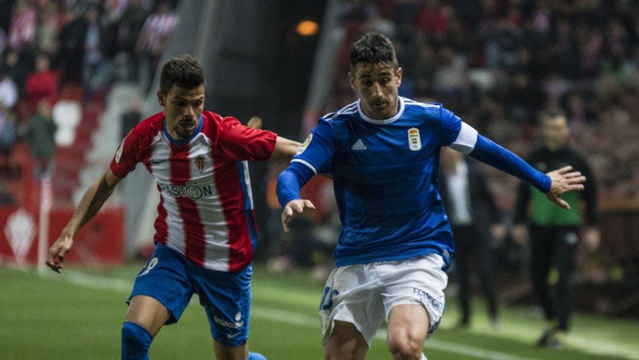 Saul Berjon Geraldes Sporting Real Oviedo El Molinon.Saúl lucha por un esférico con Geraldes