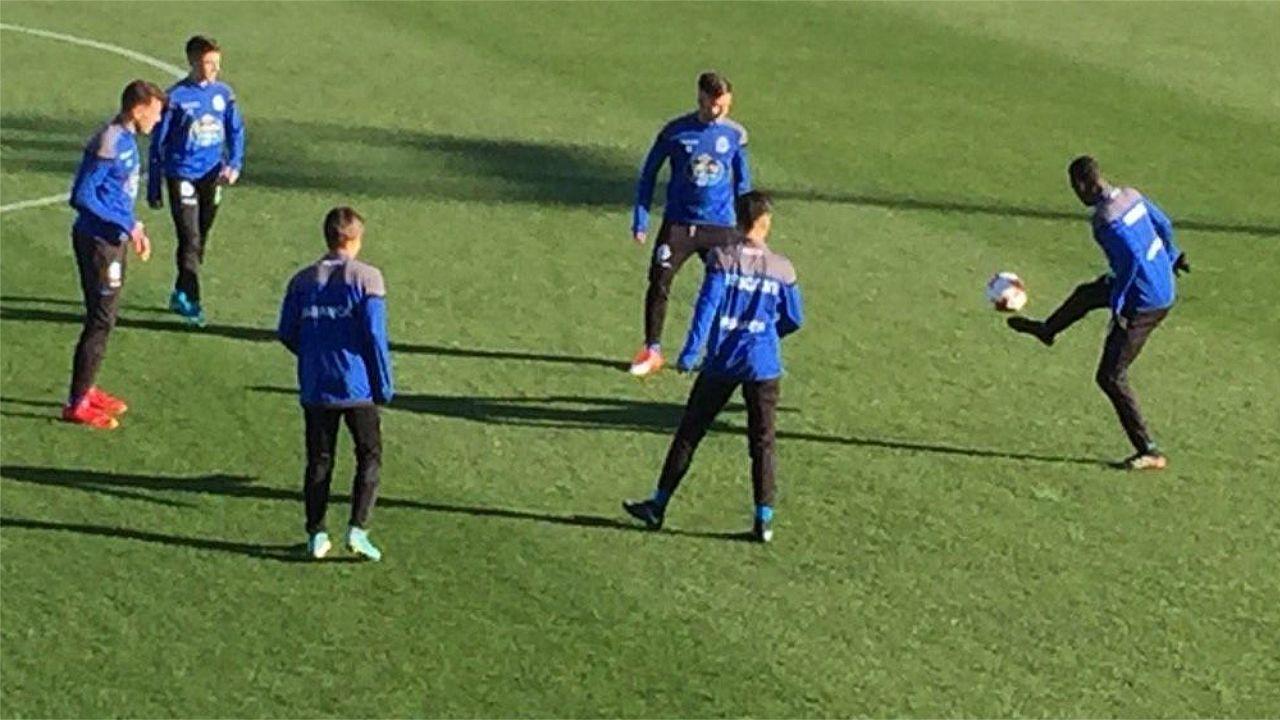 Los juveniles Mujaid, Sebas, Boedo, Ortuño y Porrúa compartieron banquillo con Uxío en el último encuentro contra el Toledo