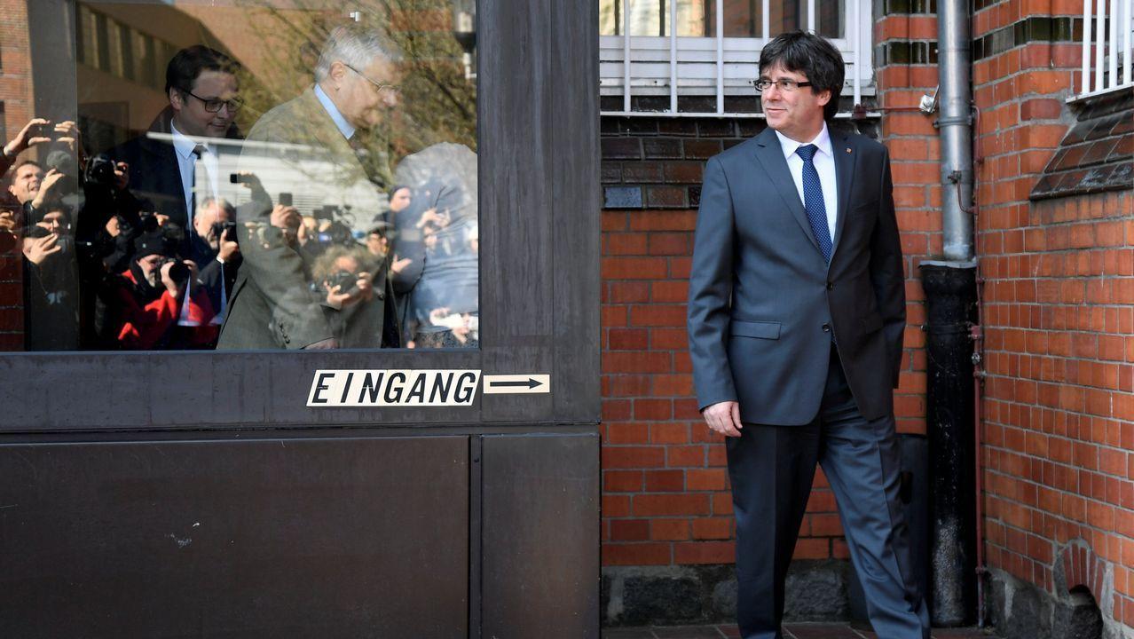 .Puigdemont abandona la cárcel de Neumünster por la puerta de entrada a la prisión