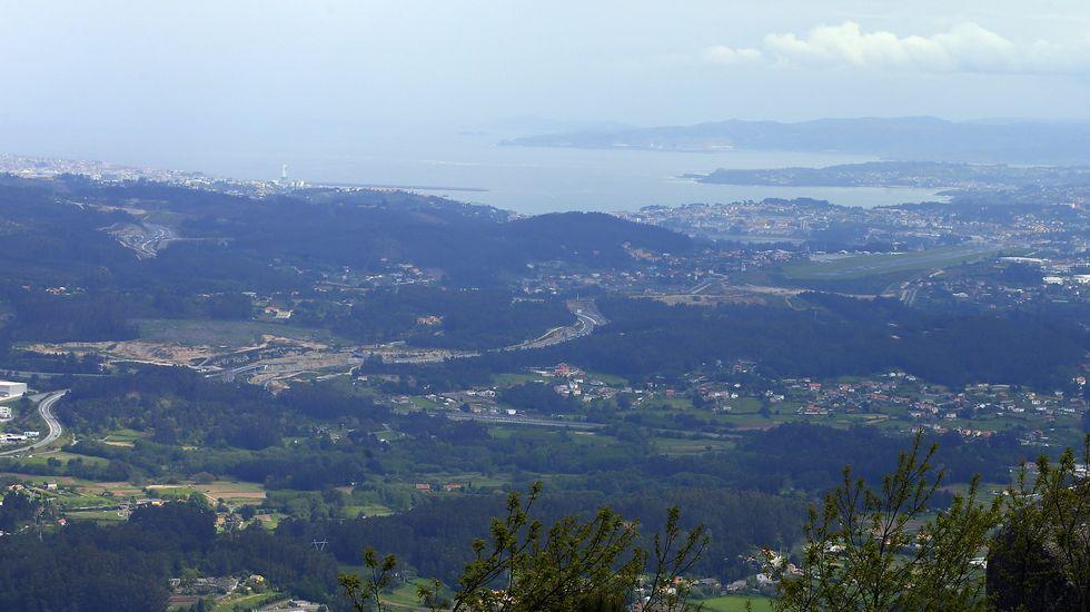La cima del monte Xalo en su vertiente de Culleredo permite disfrutar de estas espectaculares vistas