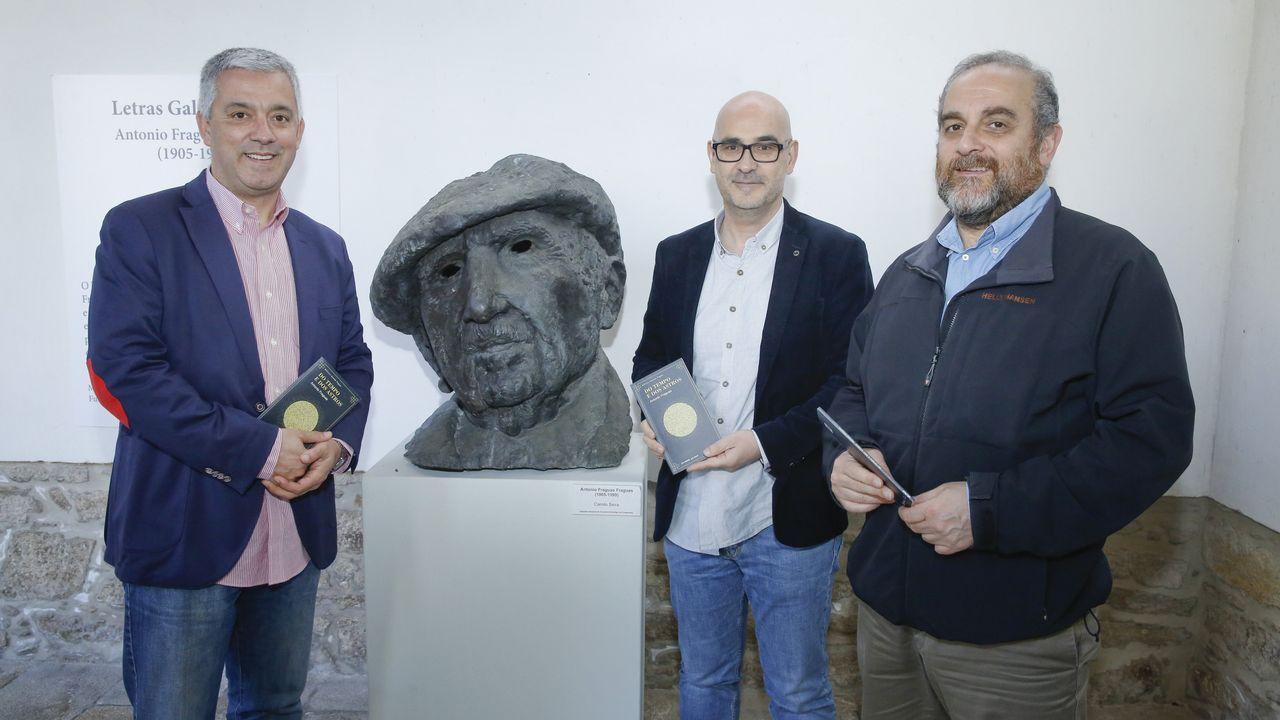 Valentín García, Francisco Castro e Francisco Sangiao presentaron o libro no Museo do Pobo