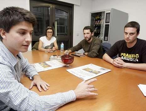.<span lang= es-es >Cara a cara</span>. De izquierda a derecha, Diego Gago, de Novas Xeracións; Bárbara Abal, de Xuventudes Socialistas; Adrián Alcalde, de Galiza Nova, y Borja Arcos, de Esquerda Unida.