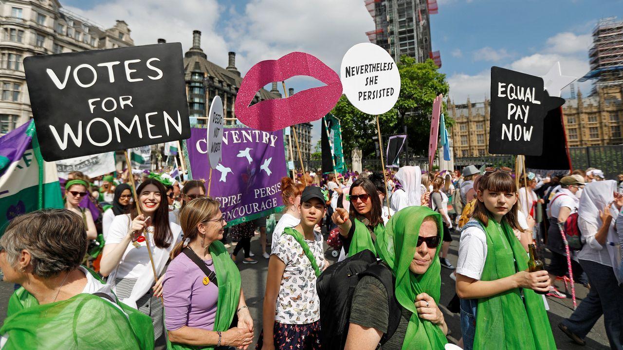 El Reino Unido celebra el centenario del voto femenino.