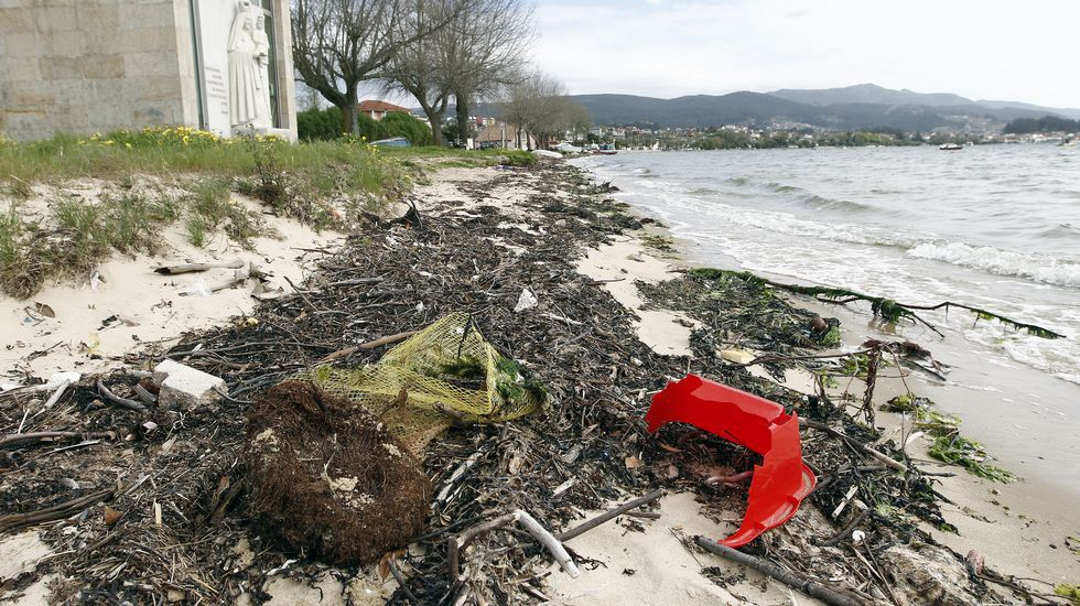 Así están los arenales de la ría de Vigo a quince días del inicio de las vacaciones.