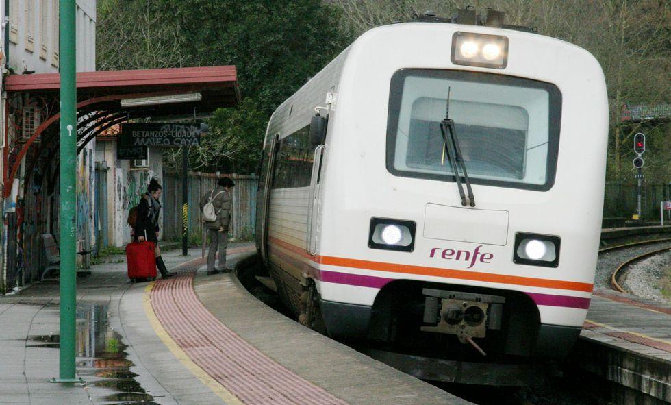 El tren parte de la estación Betanzos Ciudad rumbo a Infesta.