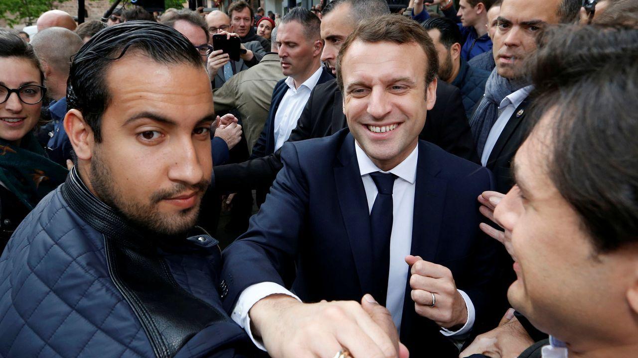 Benalla, en primer plano, con el presidente Macron