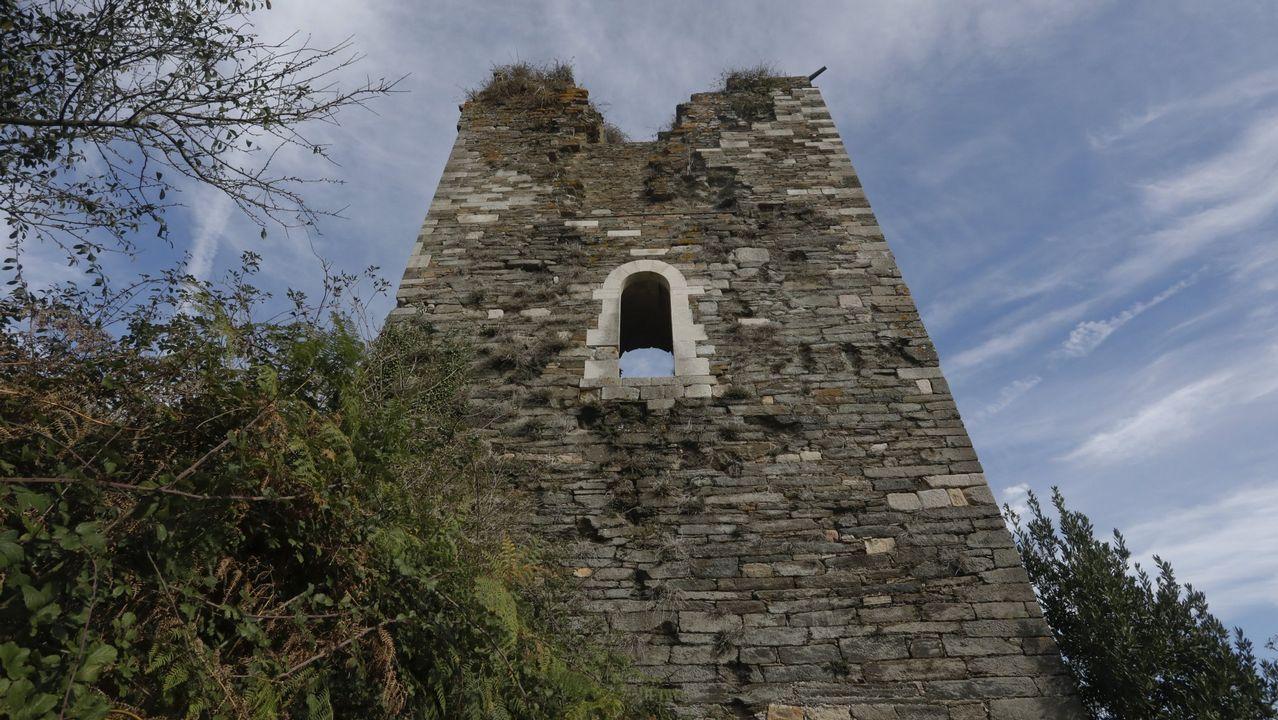 Algunas de las tallas de la iglesia de Rañadoiro, en Tineo, tras la 'restauración' a manos de una vecina