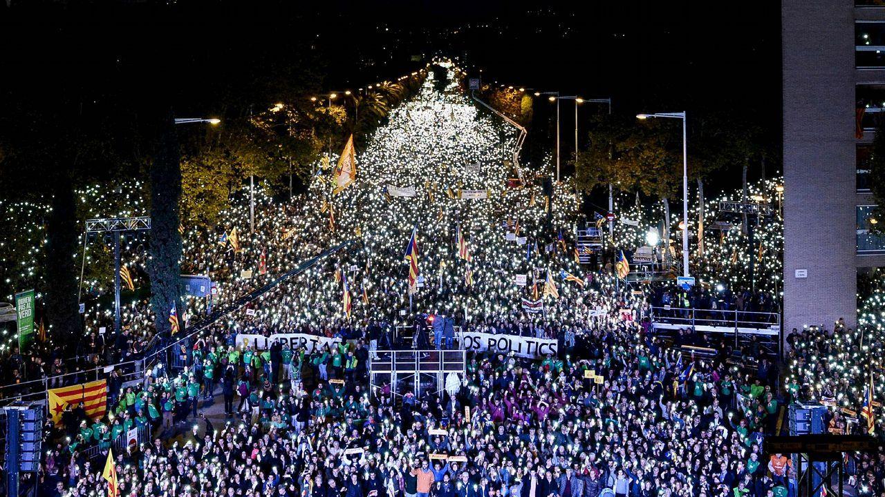 Manifestación en Barcelona para exigir la libertad de los Jordis y los exconsejeros.Xeila, Xavi, Lourdes y Moha