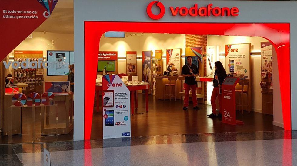 El grupo Vodafone ha llegado a acuerdos con cuatro proveedores para el suministro de smartphones 5G en un futuro.Tienda de Vodafone en Intu Asturias