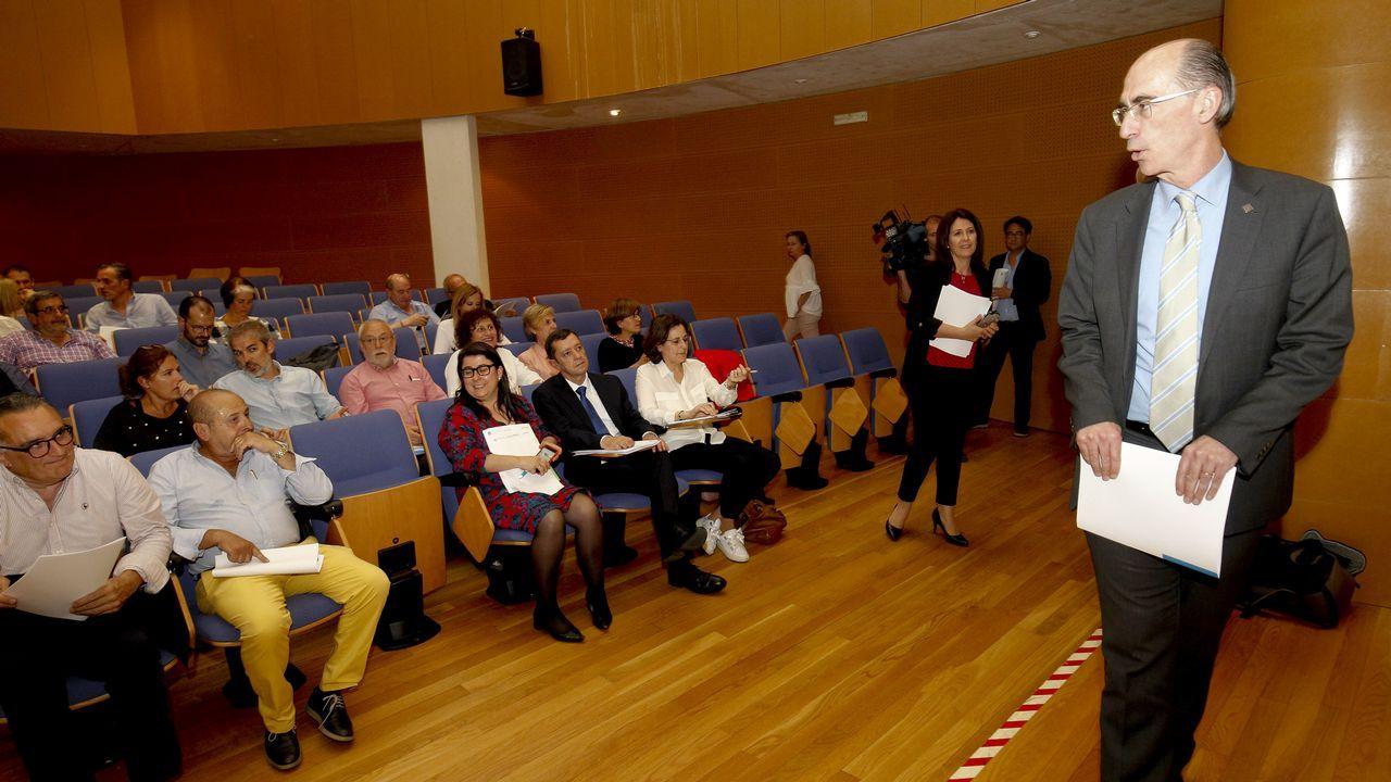 <span lang= gl >Pola Atención Primaria. Eu vou. E ti?</span>.Constitución del consello técnico de atención primaria esta semana en Santiago