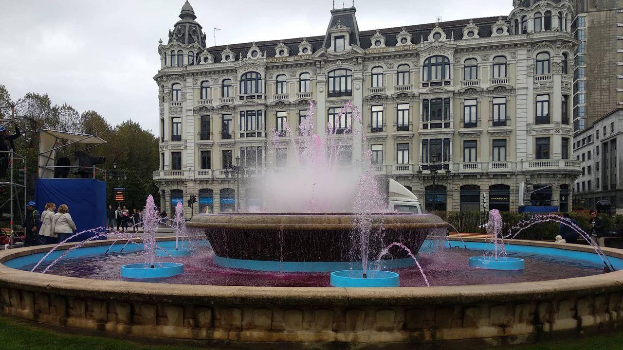 Fuente de La Escandalera con el agua rosa