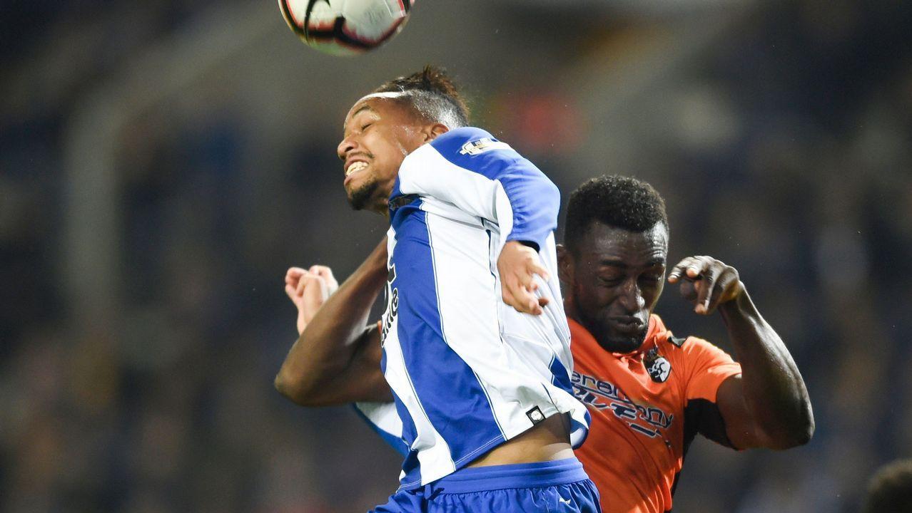 Arranca la temporada del Froiz.Pelayo celebra un gol con el Real Oviedo en el Carlos Tartiere