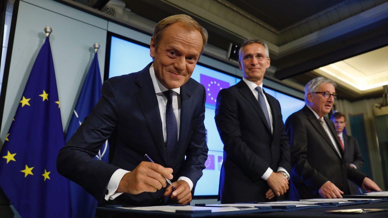 .Tusk, Stoltenberg y Juncker, este martes, antes de la firma del comunicado conjunto