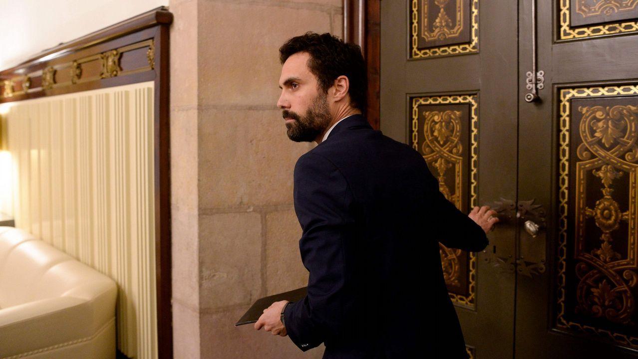 Investidura aplazada que no desconvocada en el Parlament.El presidente del Parlamento de Cataluña, Roger Torrent