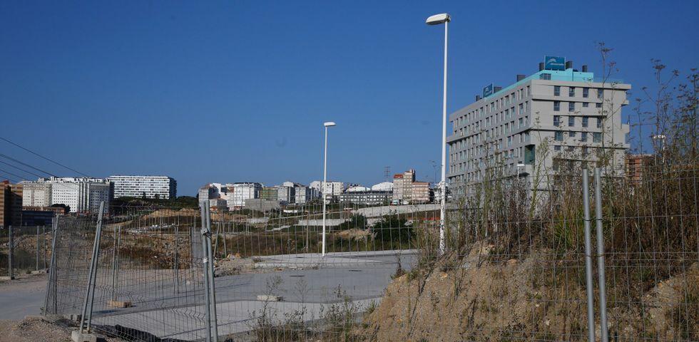 Obras en la variante de Pajares.Uno de los edificios del Parque Ofimático