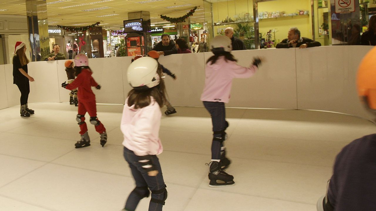 .Pista de hielo en el centro comercial cuando se volvió a instalar en el año 2010