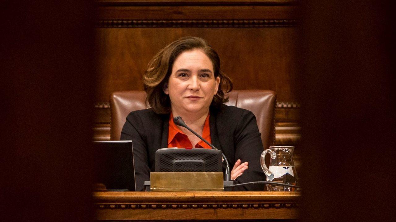 .Colau durante un pleno en el Ayuntamiento de Barcelona