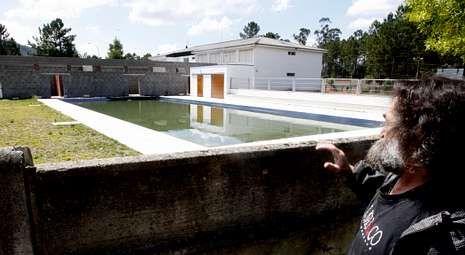 .Las instalaciones incacabadas se encuentran en la paroquia de Vilar a la espera de ser utilizadas.