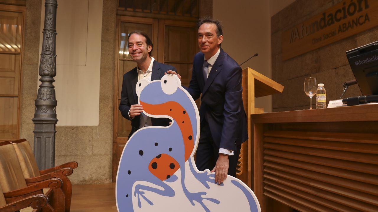 .El profesor y mago Xuxo Ruiz y el director general de AFundación, Pedro Otero, presentaron el plan