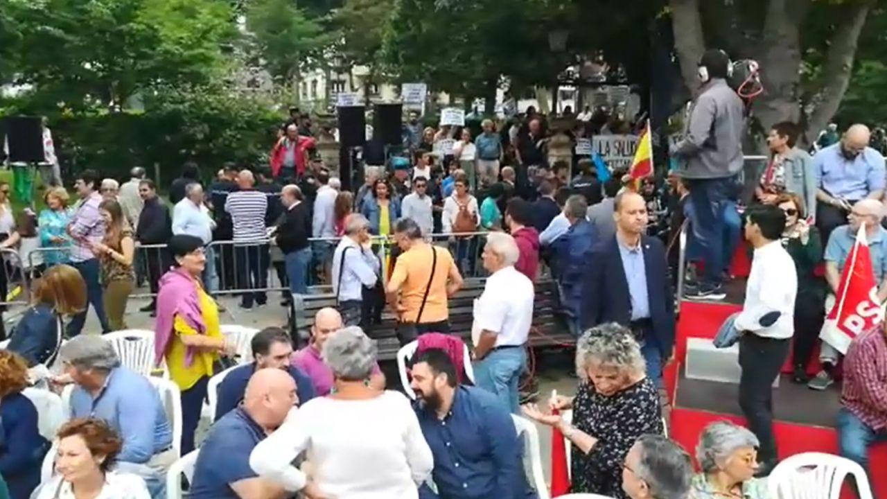 Mujer deporte deportista mujeres correr run running corriendo.Manifestación del sindicato Jusapol en el acto de Pedro Sánchez en Oviedo