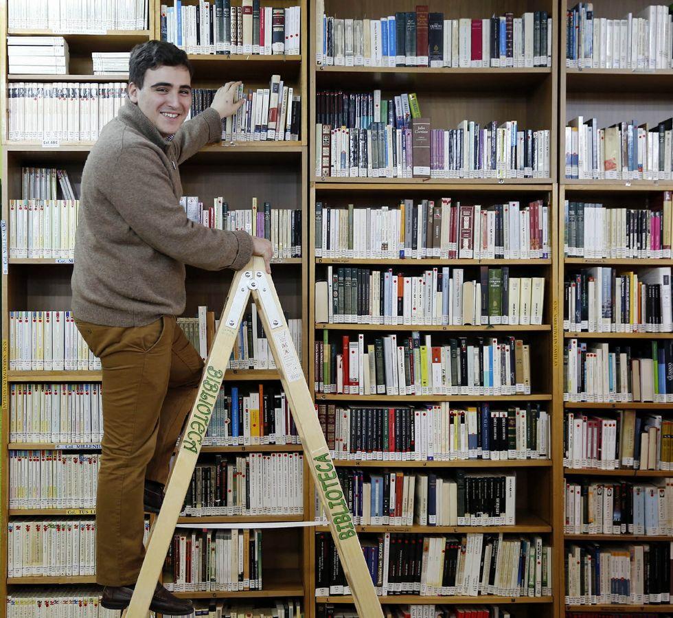 Fernando cursou ESO en Mende e Bacharelato, nas Lagoas.
