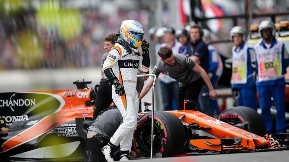 .El piloto asturiano Fernando Alonso (McLaren) en el circuito de Interlagos (Brasil)