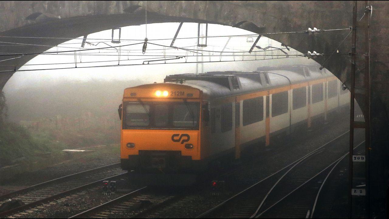 Comboios de Portugal explota la conexión Vigo-Oporto con material antiguo alquilado a Renfe