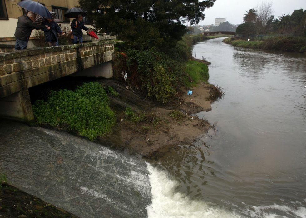 A Vigo sin pasar por Santiago.El control de vertidos en las dos últimas décadas ha mejorado la salud ambiental del Lagares.