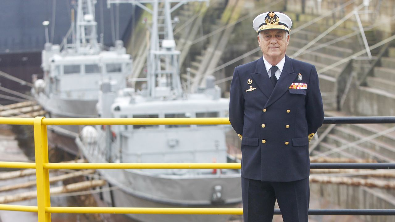 Conversación con el almirante jefe del Arsenal de Ferrol.Ana Taboada, Wenceslao López, Ana Rivas y Cristina Pontón
