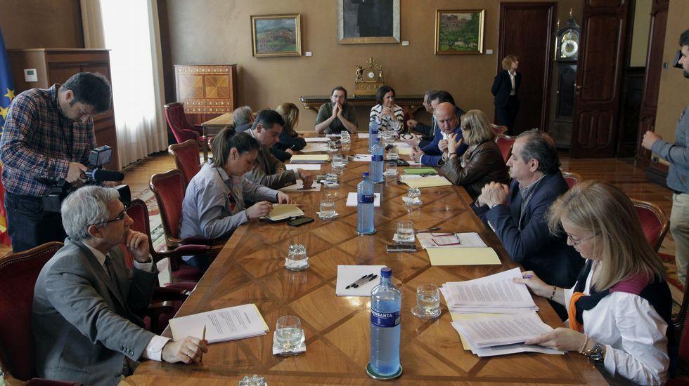Javier Fernández interviene en el pleno de la Junta General.La presidenta del PP asturiano, Mercedes Fernández